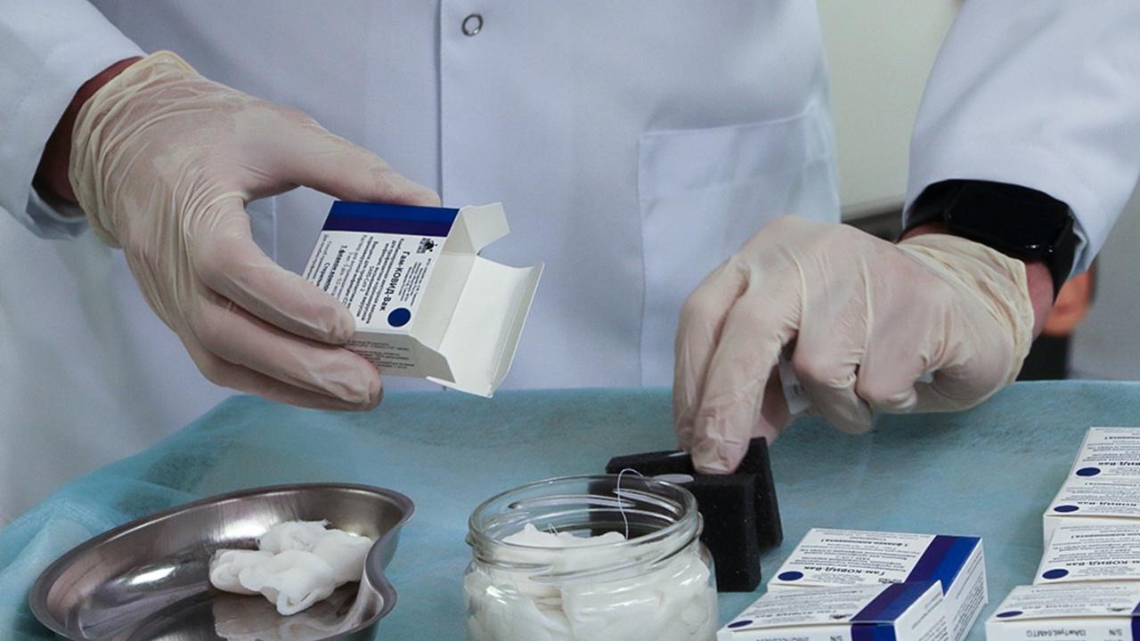 Гинцбург прокомментировал новое предупреждение в инструкции к вакцине «Спутник V»