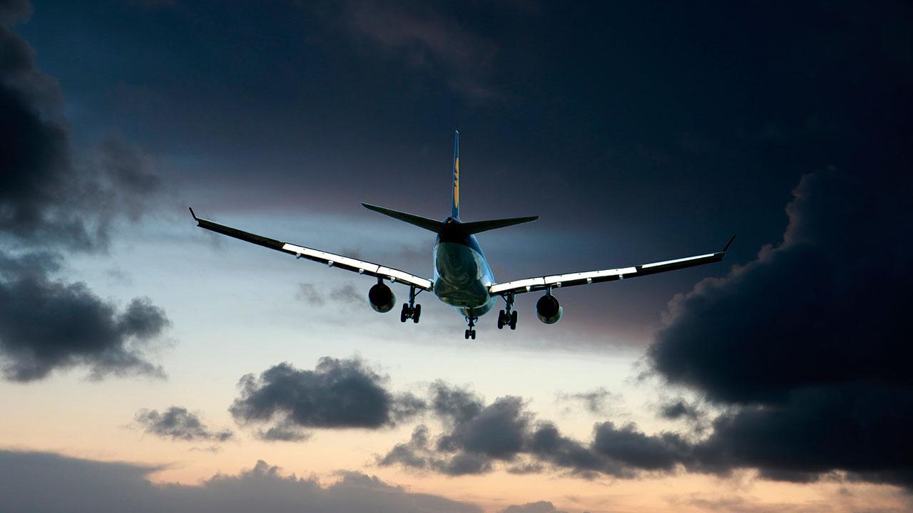 В Петербурге лазером ослепило выполнявшего посадку самолета пилота