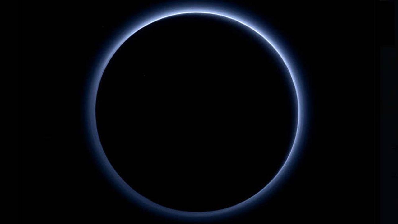 «Потусторонняя» синяя дымка вокруг Плутона оказалась смертоносным ядом