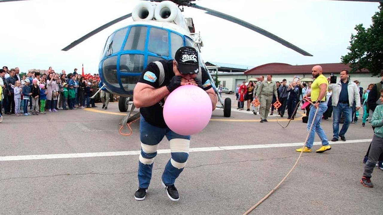 Российский «Халк» готовится отбуксировать крупнейший в мире вертолет