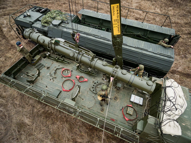 Расчеты комплексов «Искандер-М» провели электронные пуски ракет с неподготовленных позиций в Краснодарском крае