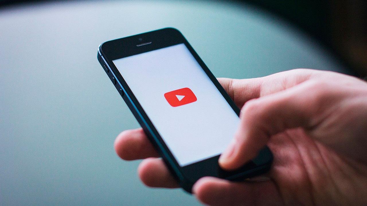 Роскомнадзор потребовал от Google снять ограничения на воспроизведение гимна РФ в YouTube