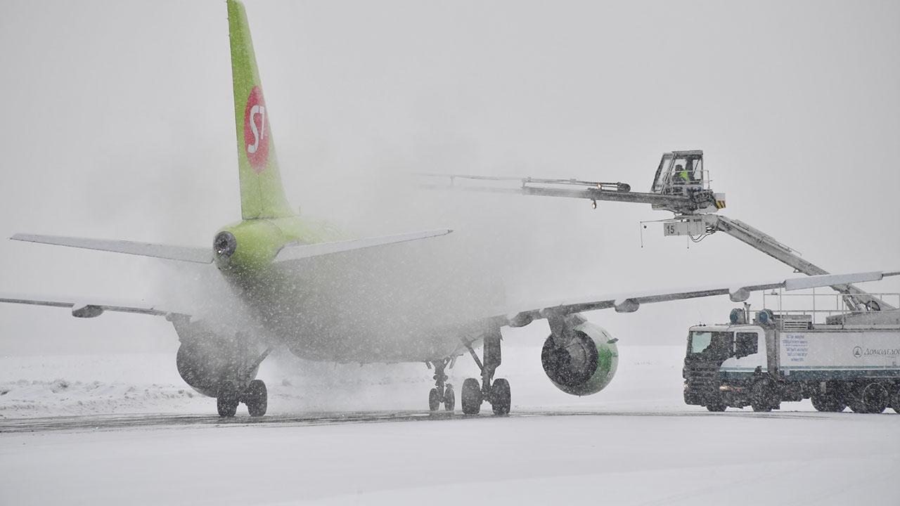 Сильный снегопад не повлиял на работу московских аэропортов
