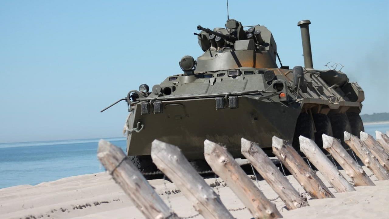 Преодоление препятствий и вождение на плаву: на Балтфлоте началась подготовка к конкурсу «Морской десант»