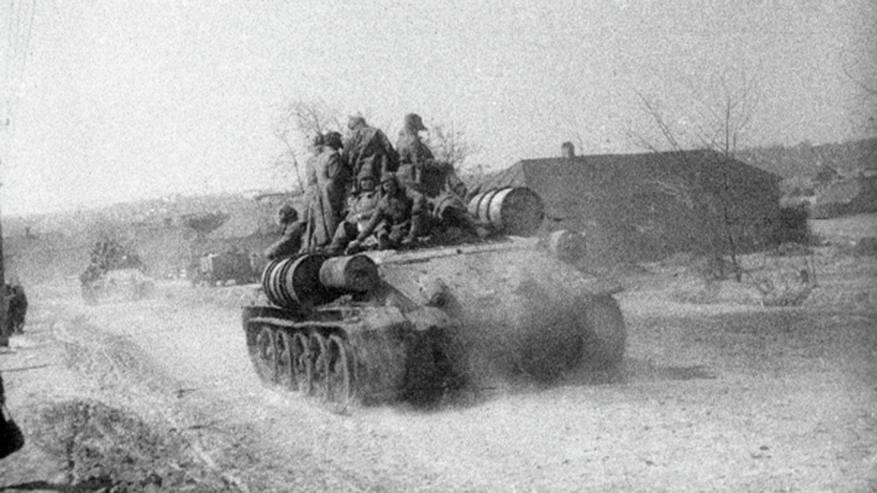 Задушить Паулюса: как советские танкисты разнесли в клочья аэродром, снабжавший немцев в Сталинграде