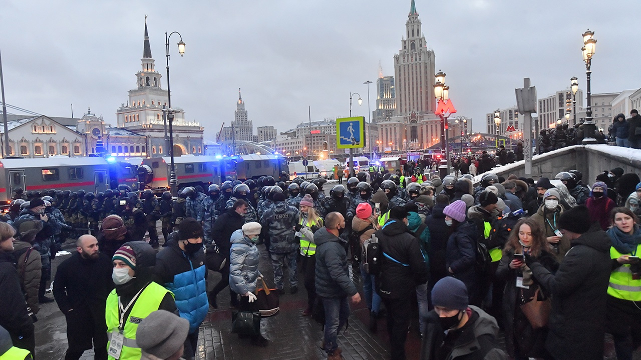 СК России выпустил репортаж об участниках несанкционированных акций