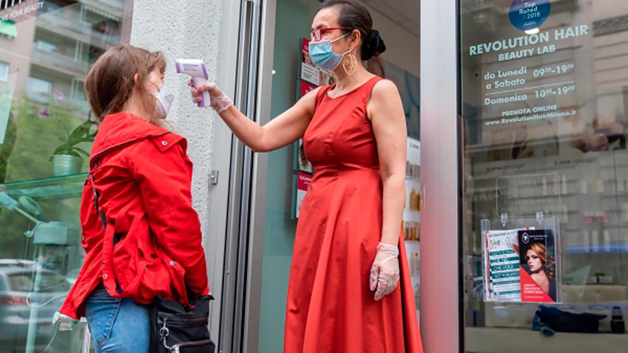 Жителям итальянского города запретили болеть COVID-19