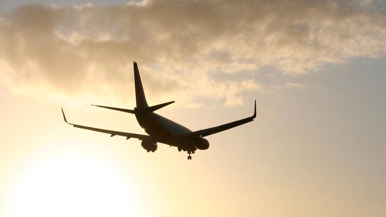 Самолет из Хабаровска совершил экстренную посадку на Сахалине