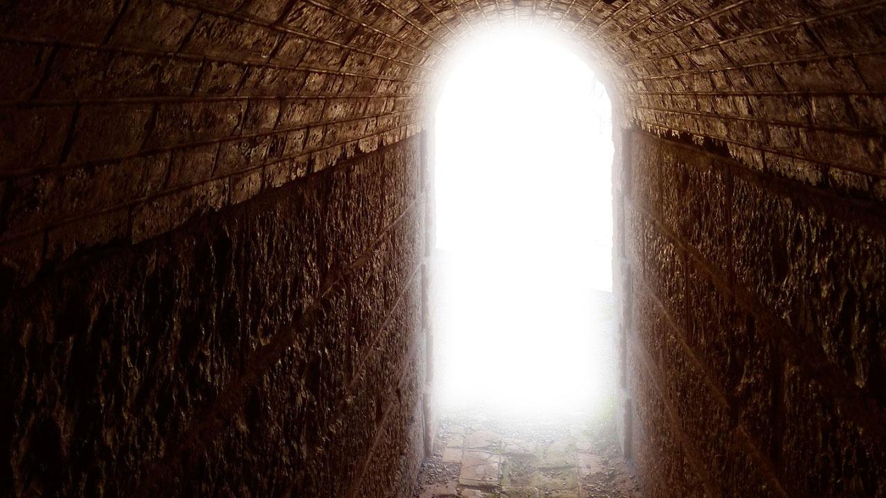 Ученый объяснил феномен «света в конце туннеля» перед смертью