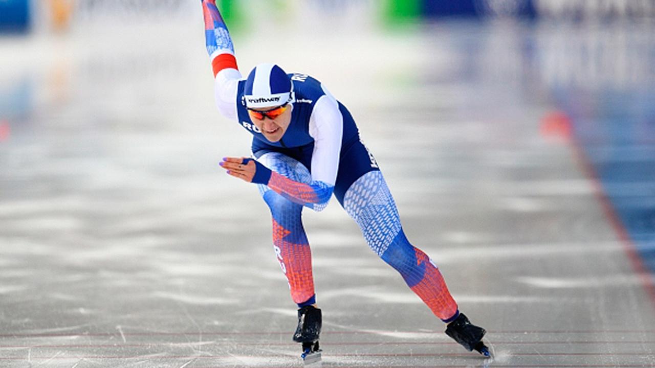 Впервые за 25 лет: россиянка Голикова выиграла забег на 500 метров ЧМ по конькобежному спорту