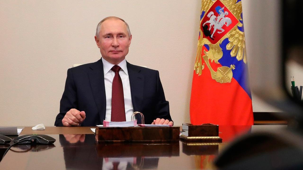 Успехи, угрозы, будущее нации: о чем говорил Путин с главными редакторами СМИ