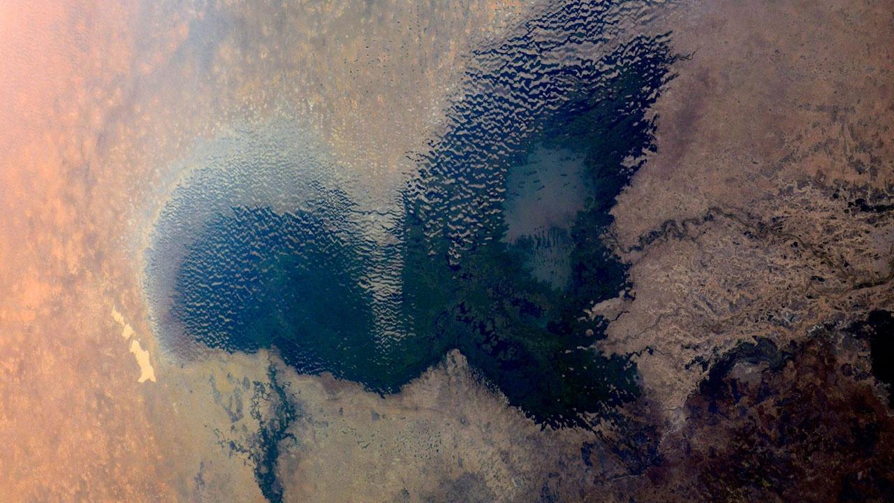Российский космонавт сфотографировал с МКС озеро в форме сердца