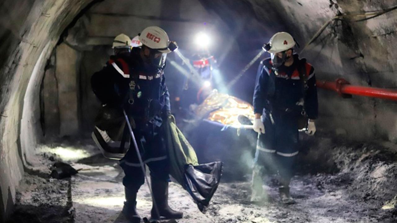 Погиб рабочий: СМИ узнали подробности обрушения шахты в Кузбассе