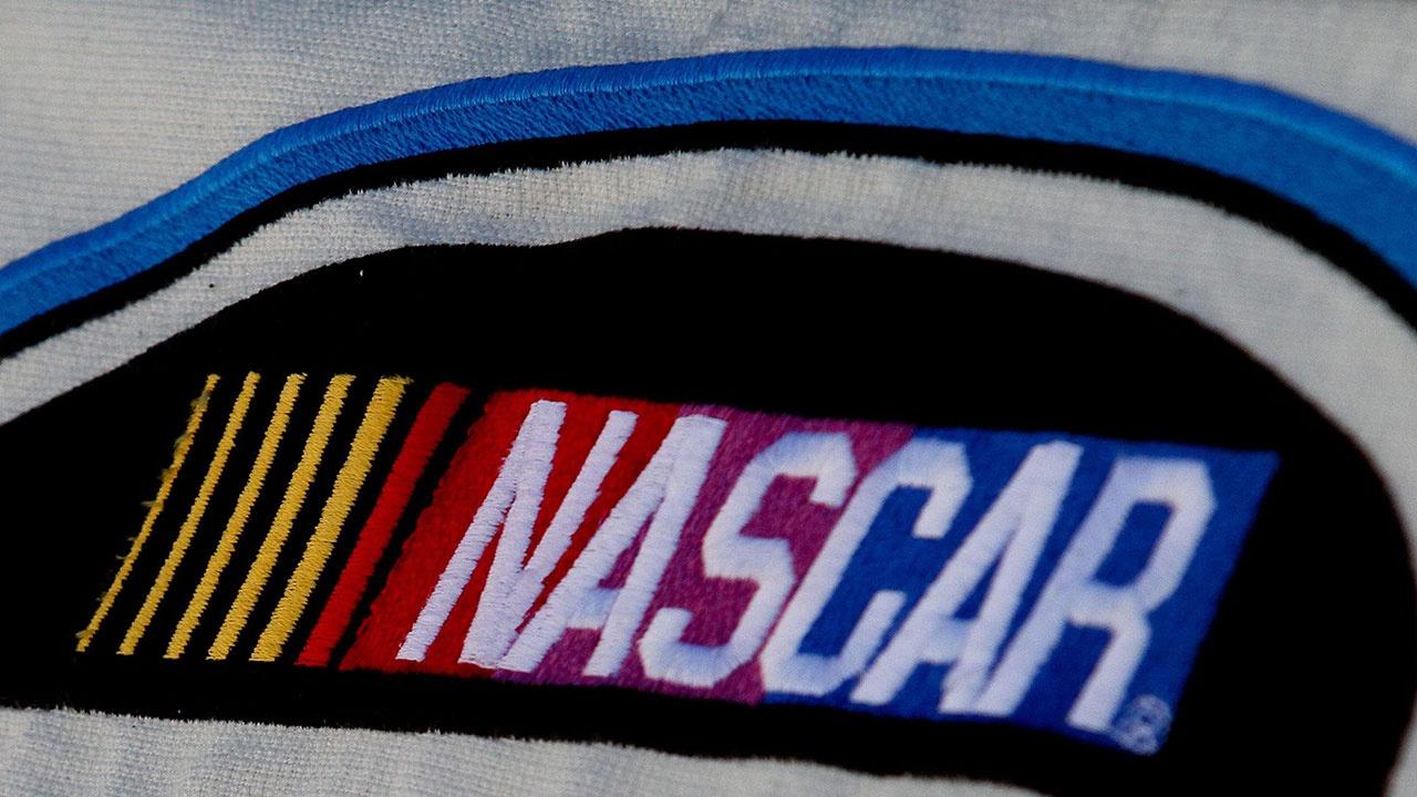 Массовая авария с 16 автомобилями в гонке NASCAR попала на видео