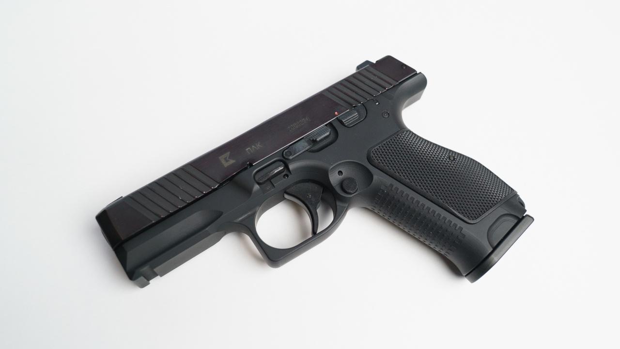 Компактность и надежность: «Калашников» впервые представит за рубежом пистолет ПЛК