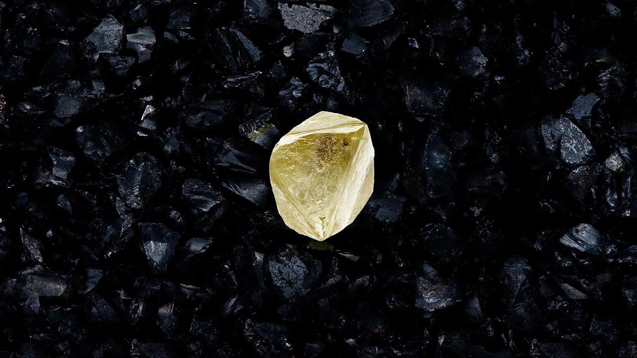«Алроса» назвала редчайший 100-каратный алмаз в честь вакцины «Спутник V»