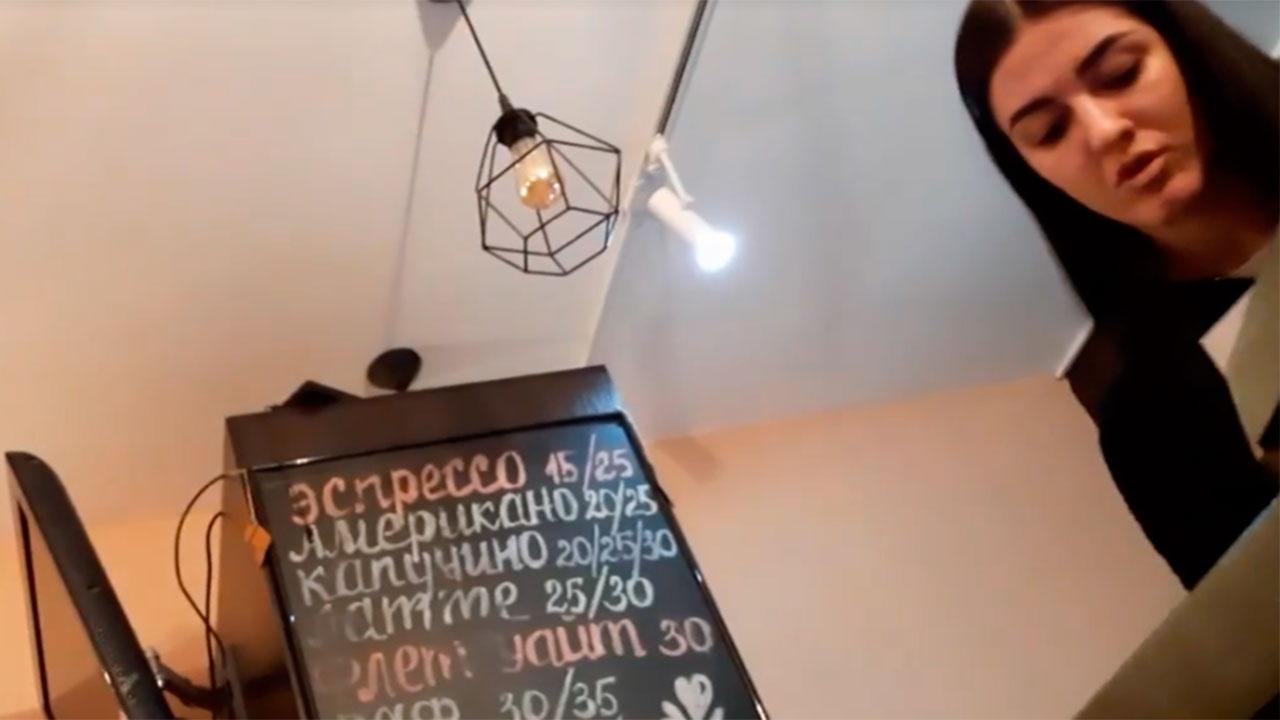 На Украине уволили сотрудницу кафе за использование русского языка
