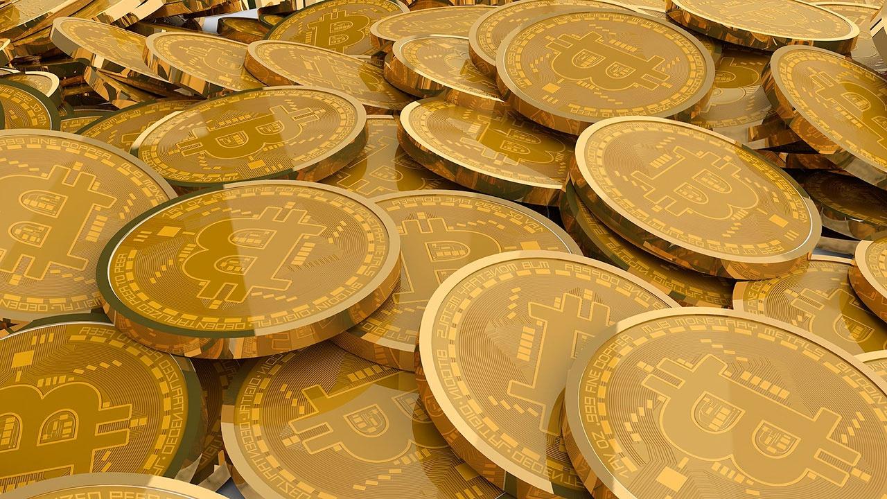 Стоимость биткоина превысила 55 тысяч долларов