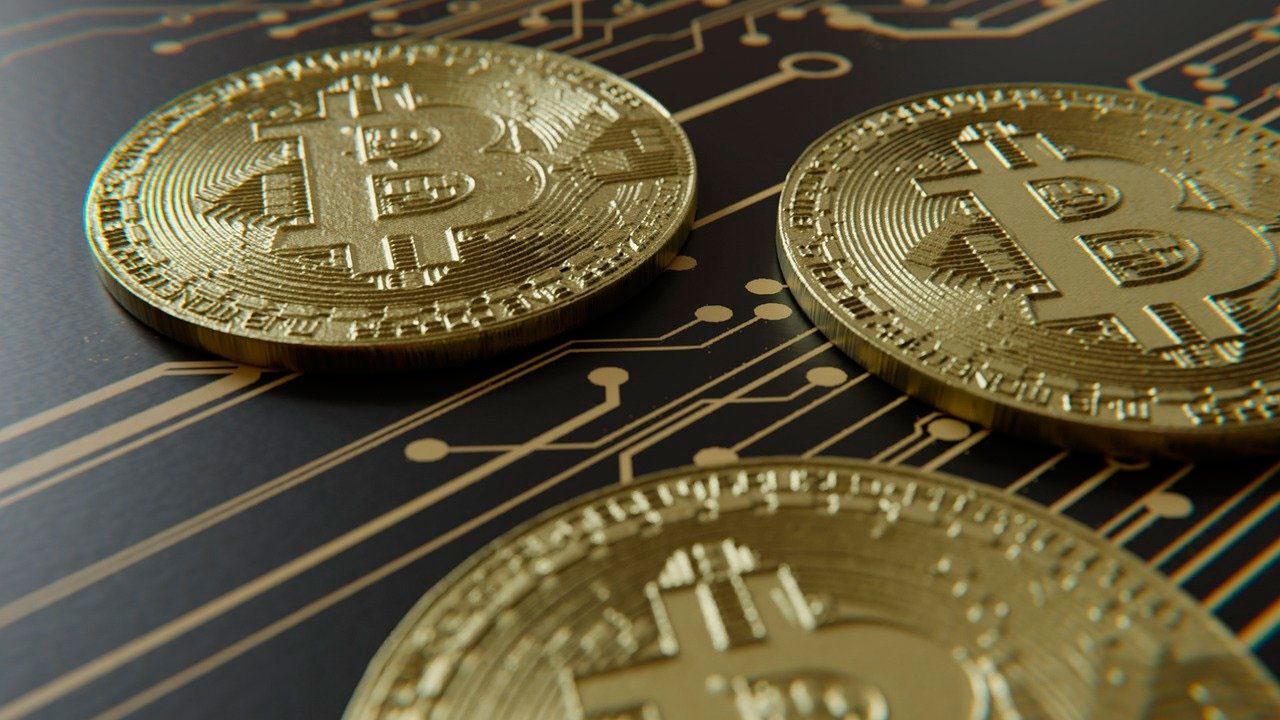 Стоимость биткоина превысила 54 тысячи долларов и обновила исторический максимум
