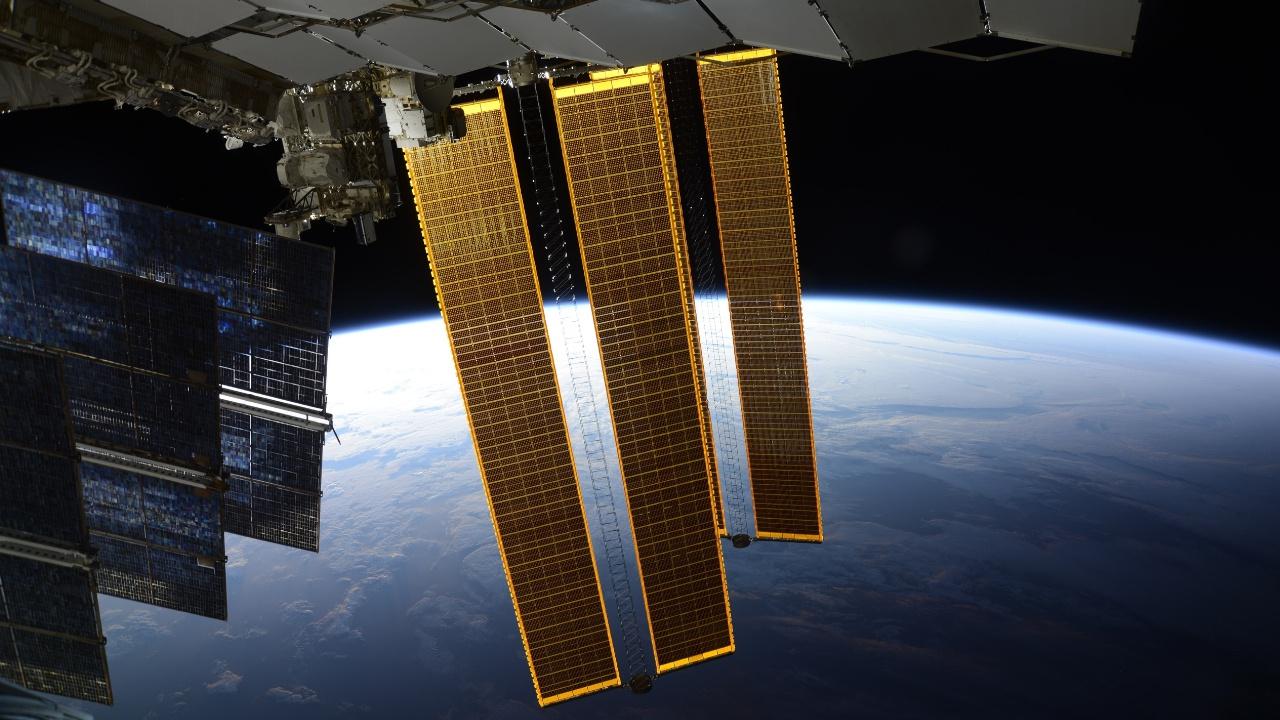 Космонавт рассказал о возможности увидеть МКС невооруженным глазом