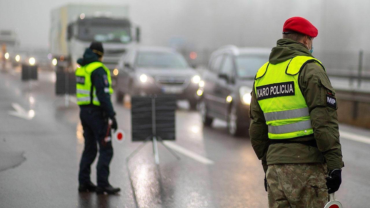 Владельцы закрытых из-за карантина баров и ресторанов устроили протесты в Литве