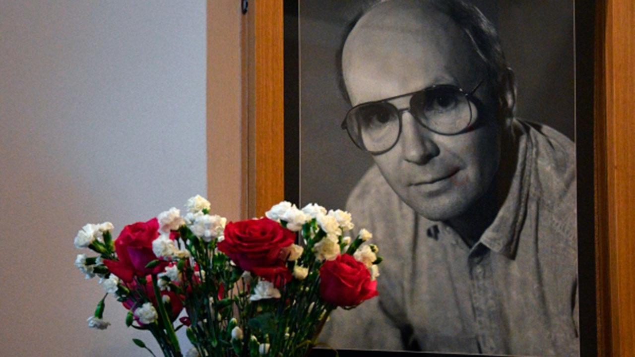 Андрей Мягков похоронен на Троекуровском кладбище