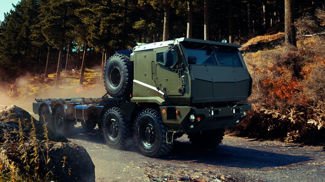 Тяжелый вес для защищенного тягача: «Торнадо-К» научится возить танки