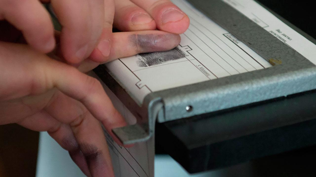 В МВД предложили хранить отпечатки пальцев россиян до их 100-летия