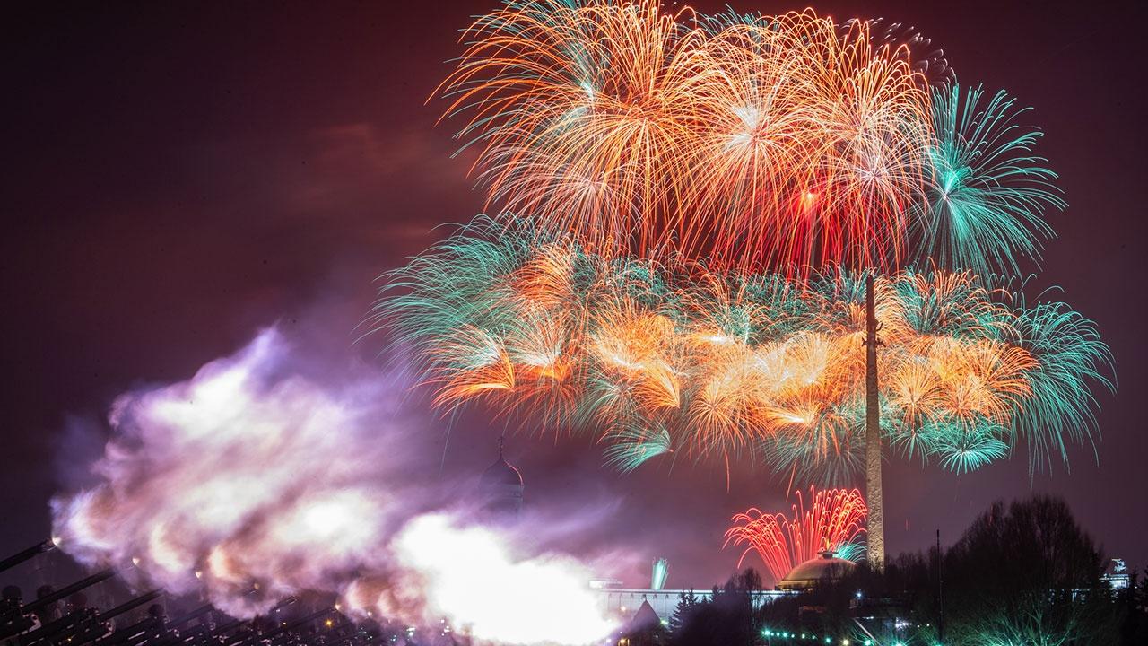 В городах России состоятся праздничные артиллерийские салюты в День защитника Отечества