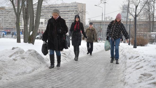 Гололедица и сильный ветер: в МЧС призвали московских водителей на садиться за руль 25 февраля