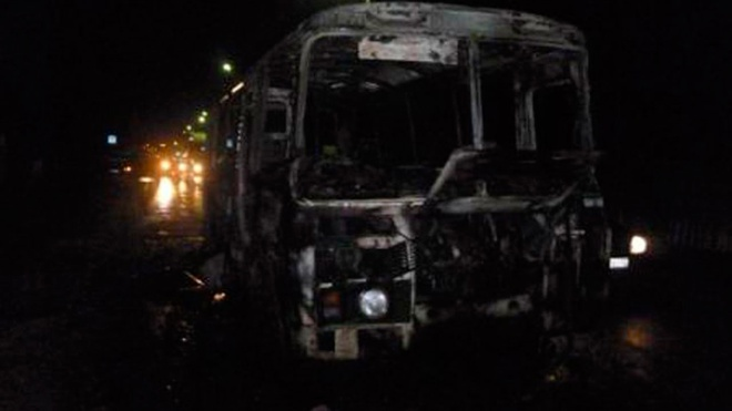 Под Красноярском загорелся автобус с вахтовиками