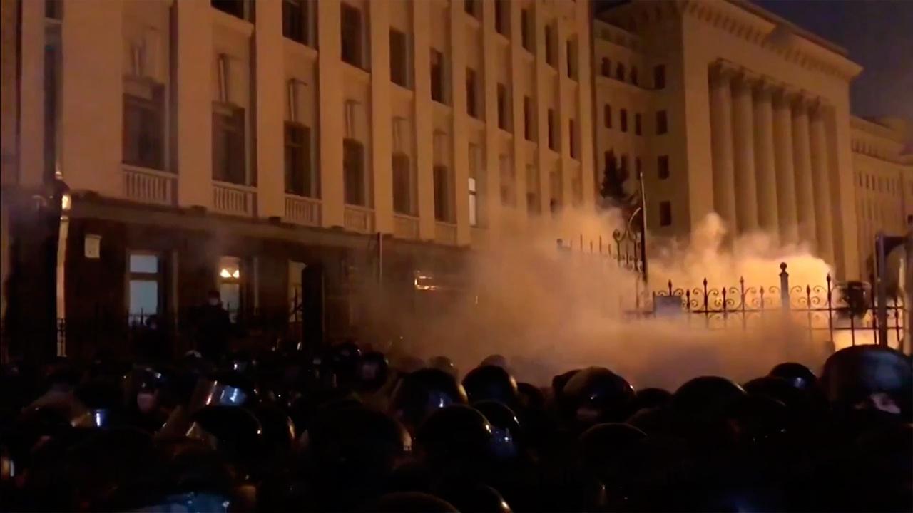 Беспорядки, обыски и драки: что стоит за протестами националистов на Украине