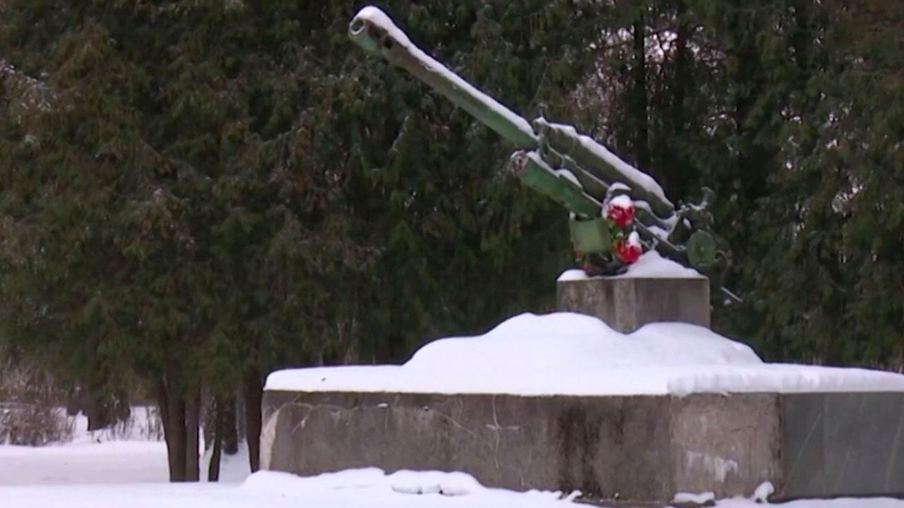 В Латвии с мемориала советским воинам украли пушку