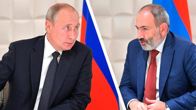 Путин и Пашинян обсудили по телефону ситуацию в Армении