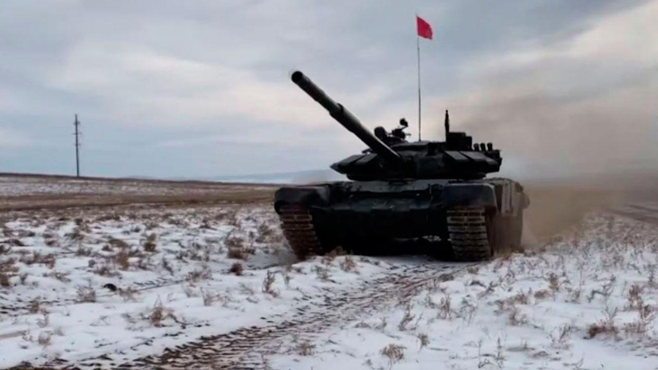 «Полет» танков: кадры второго отборочного этапа конкурса «Танковый биатлон» в Бурятии