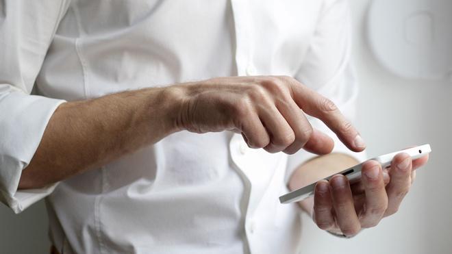 Эксперт назвал слова, которые нельзя говорить телефонным мошенникам