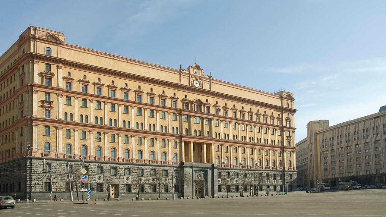 РПЦ поддержала отмену опроса по памятнику на Лубянке