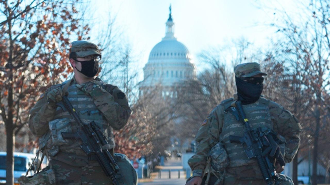 В штурме Капитолия в США обвинили более 300 человек