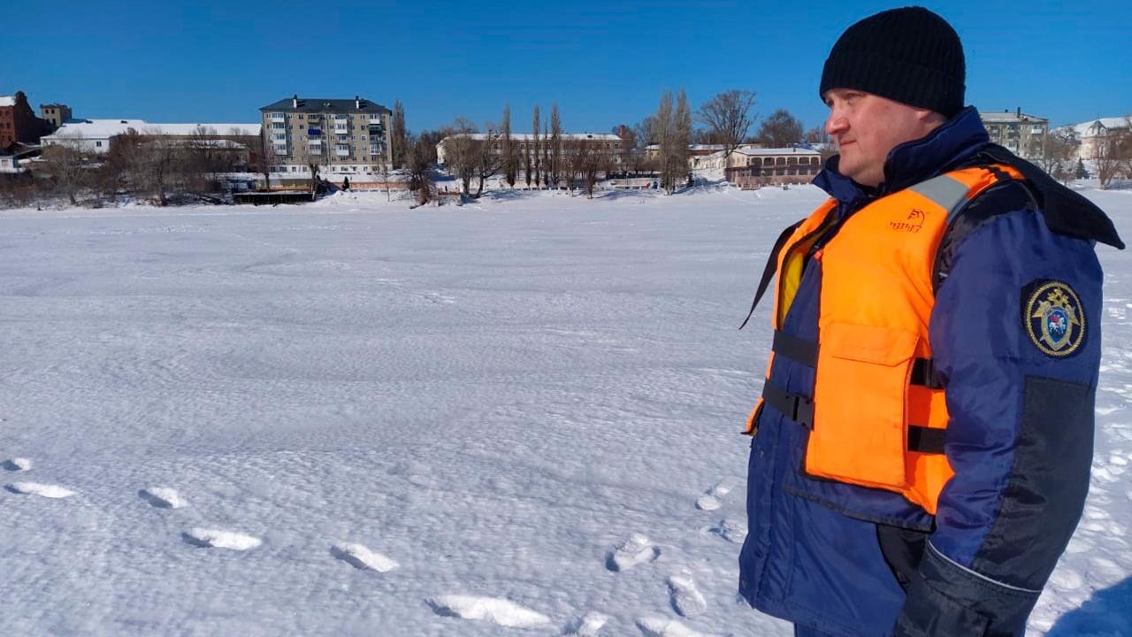 Двое детей провалились под лед и утонули в Саратовской области