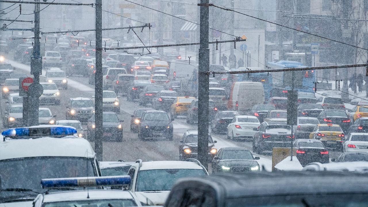 Восемь автомобилей перекрыли Варшавское шоссе в Москве