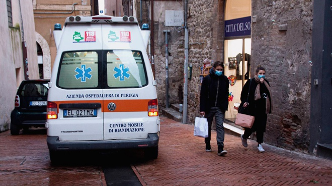 Онлайн-обучение и закрытые бары: Италия ужесточила ограничения из-за коронавируса