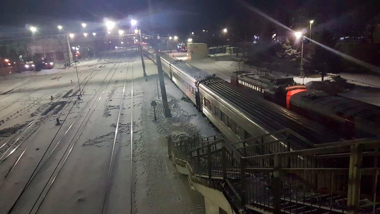 Движение перекрыто: в Амурской области с рельсов сошли десять вагонов