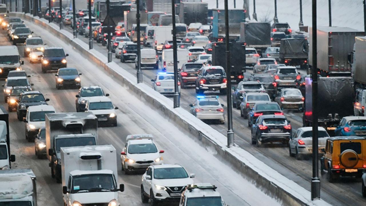На МКАД продлили ограничение для движения транзитных грузовиков еще на год