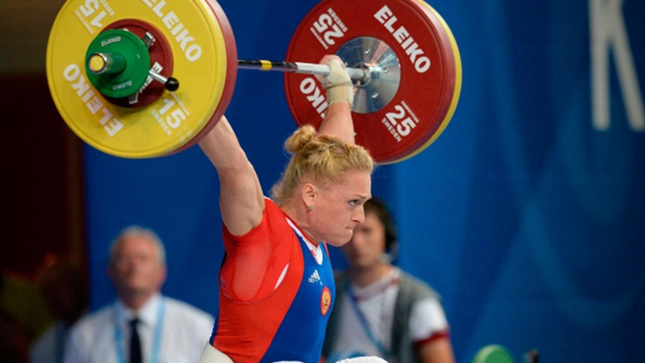 Тяжелоатлетку Сливенко временно отстранили из-за допинга