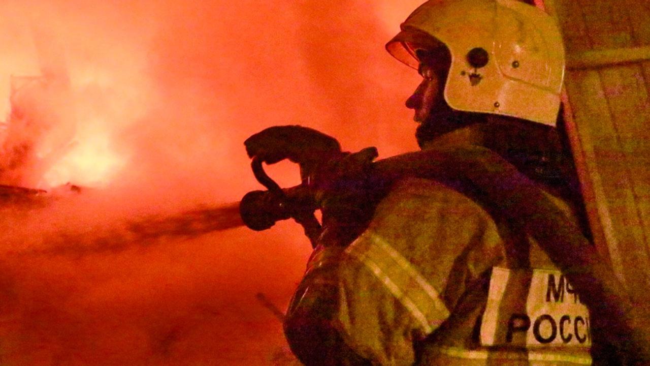 Дети погибли при пожаре в многоэтажном доме во Владивостоке