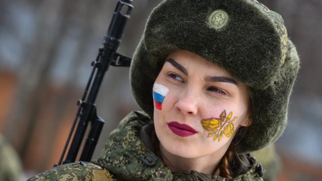 От боевой раскраски до полосы препятствий: как прошел конкурс «Макияж под камуфляж» среди женщин-военнослужащих в Ярославской области