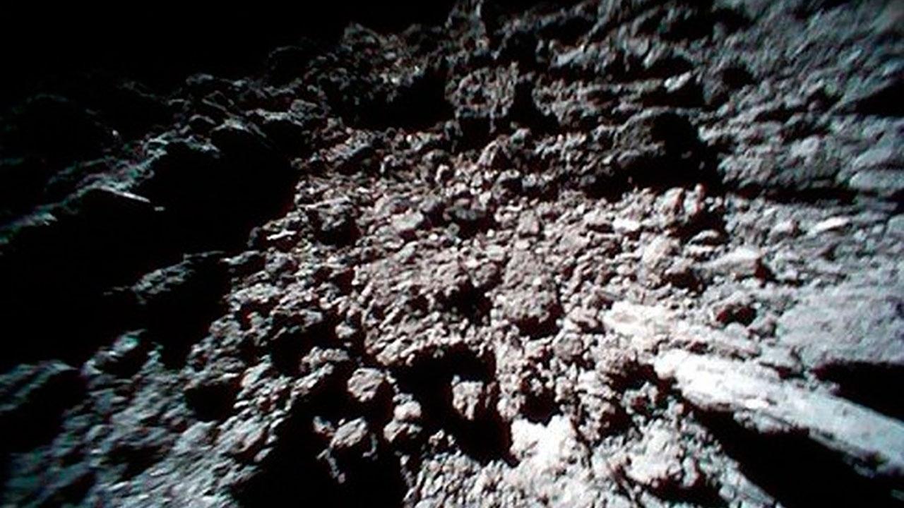 Ученые обнаружили на астероиде Итокава воду и органические вещества