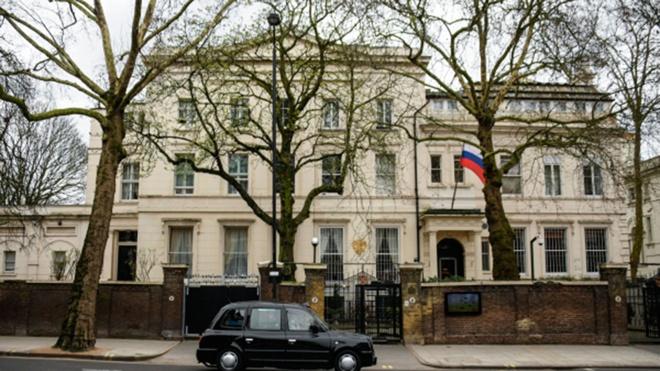 «Придется объясняться»: посольство РФ в Лондоне сделает представление «Форин-офису» о ручном управлении СМИ
