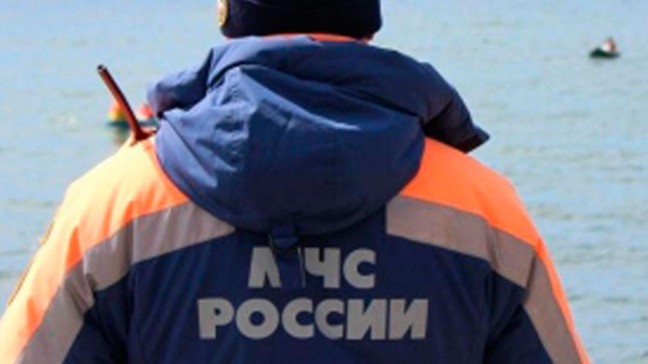 Тридцать человек на борту: рыболовецкое судно загорелось у берегов Приморья