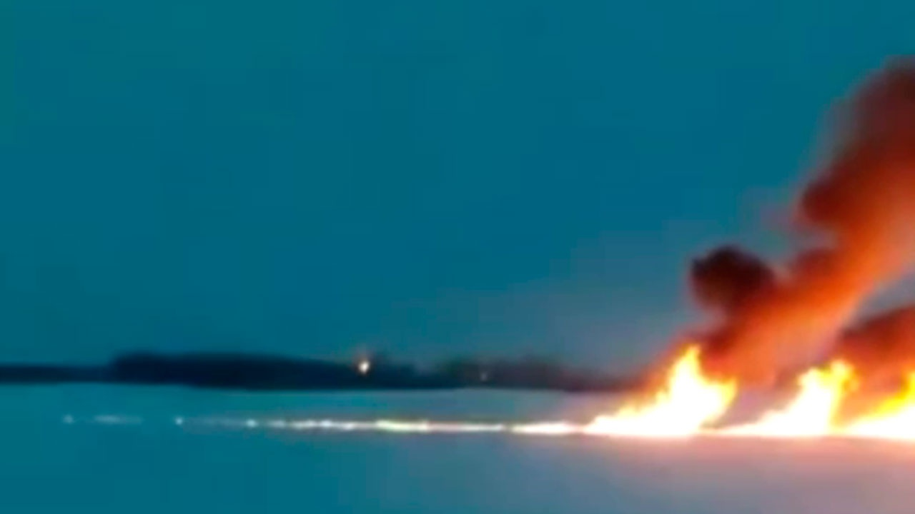 В Ростехнадзоре предупредили о возможном вреде экологии из-за пожара на реке Обь